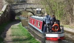 canal-boat-llangollen